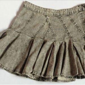 Bcbg vintage acid washed pleated denim mini skirt